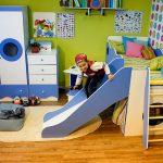 Фото 193: Кроватка с горкой в комнате для мальчика
