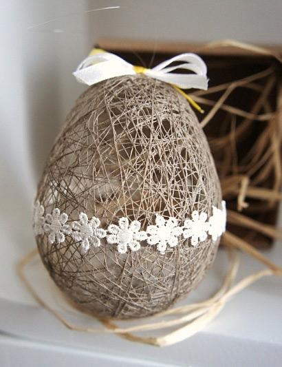 Украшение пасхального яйца из ниток