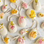 Фото 63: Украшение цветами яичек из фетра