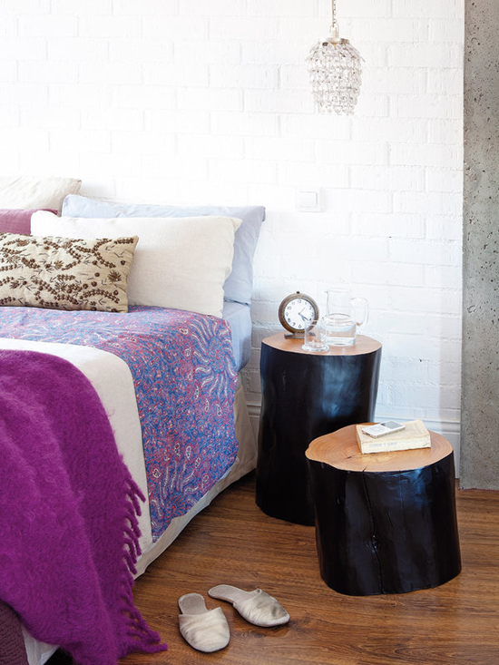 хрустальные подвесы над кроватью в спальне
