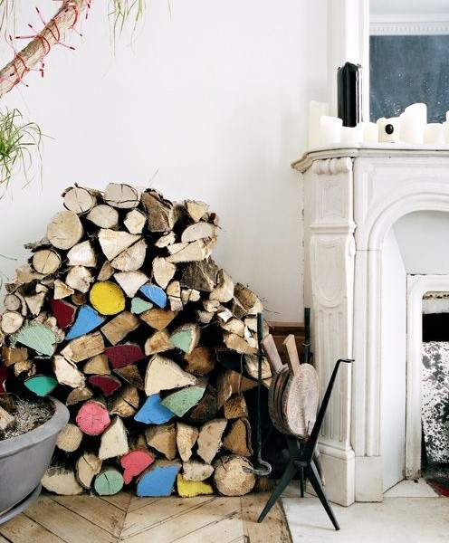 Хранение дров в стопке у камина