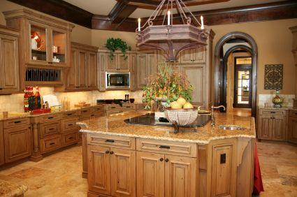 Деревянная мебель в кухне кантри