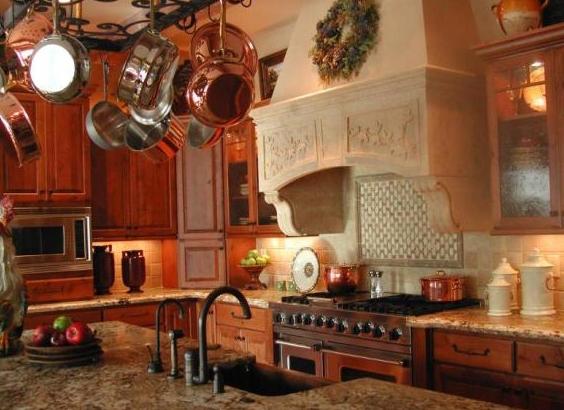 Кухонный остров на кухне кантри