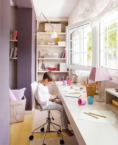 Рабочий кабинет на балконе в детской комнате