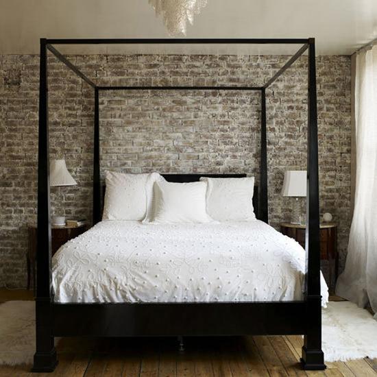 "Стена ""под кирпич"" в спальне"
