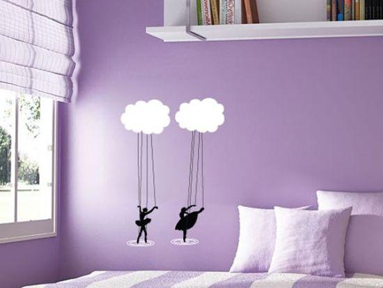 Виниловые наклейки на обои в интерьере спальни