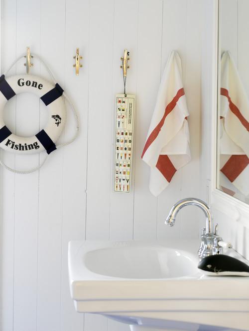 Мелочи в ванной комнате в морском стиле