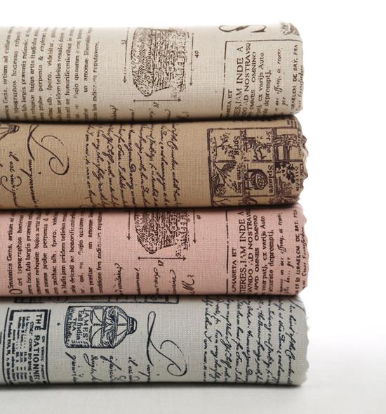 Газетный принт на ткани