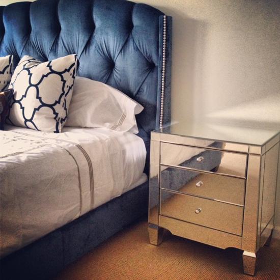 Комод-тумба в интерьере спальни