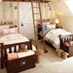 Фото 33: Подписывание кроватей в комнате для разнополых детей