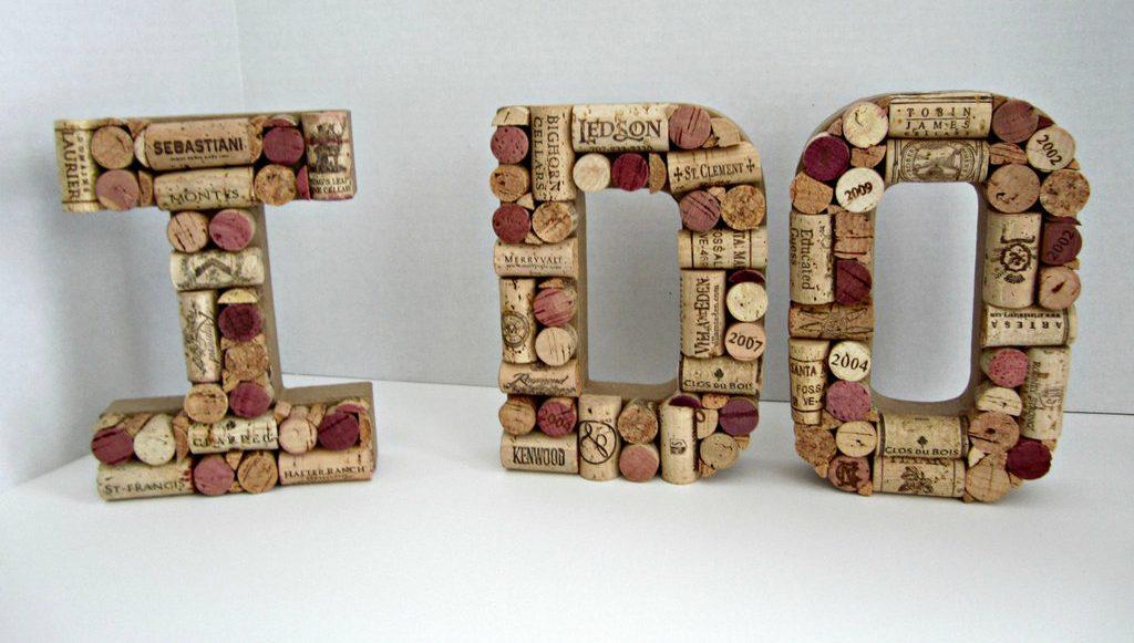 Объемные буквы из пробок