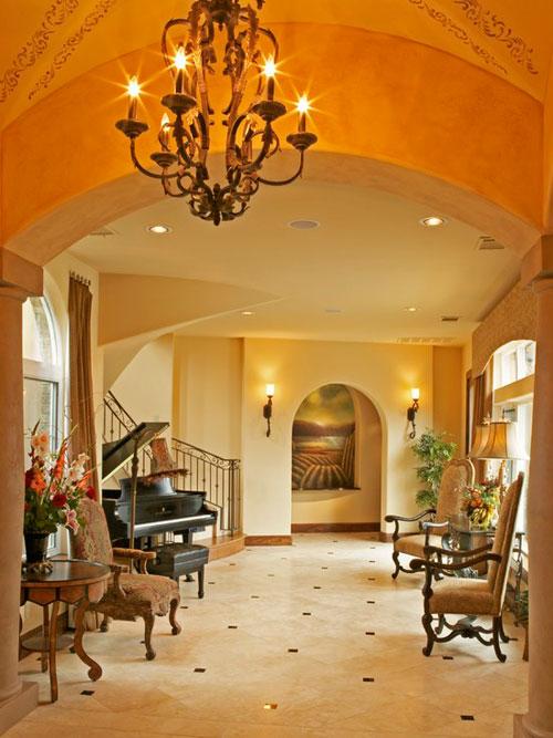 Красивые большие прихожие, исполняющие функции гостиной