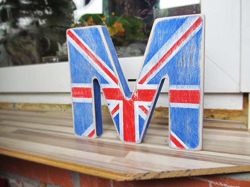 Покраска деревянных букв