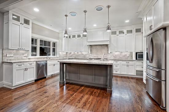 Водостойкий ламинат на кухне прост в уборке