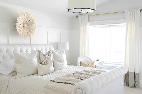 Супружеская спальня в светлых тонах
