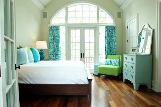 Фисташковый цвет в интерьере спальни фото