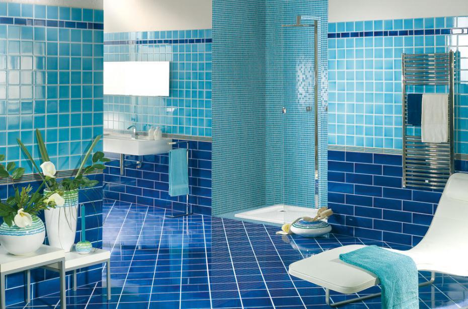 Бирюзово-сине-голубая ванная