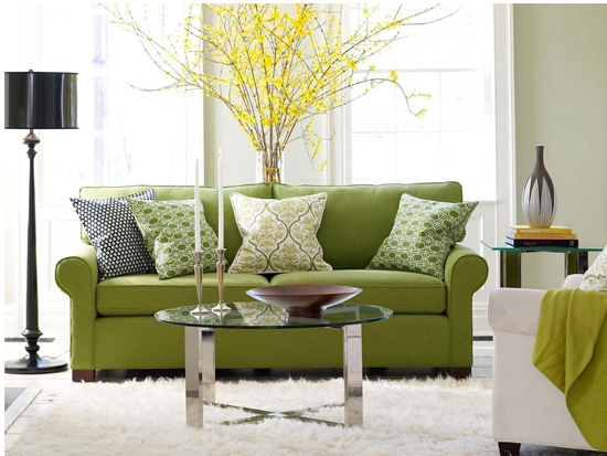 Диван фисташкового цвета в интерьере гостиной