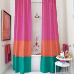 Фото 11: Яркие шторы для ванной