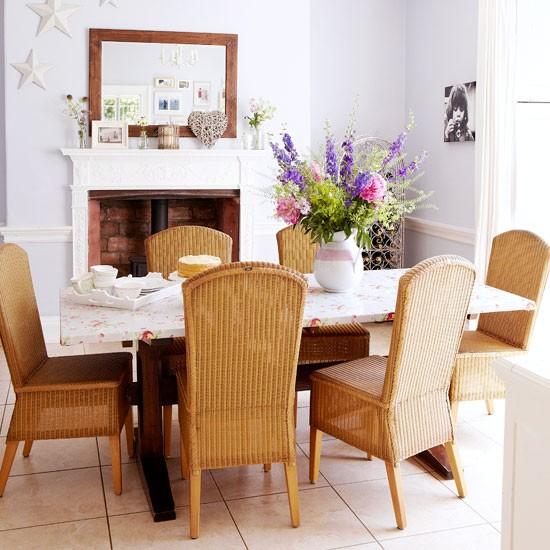Плетеные стулья в интерьере квартиры