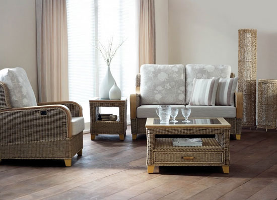 Искусственная плетеная мебель в интерьере квартиры