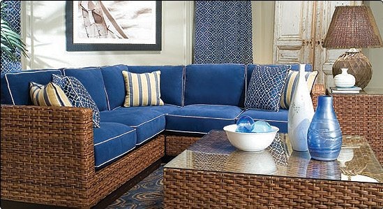 Комплект плетеной мебели в интерьере