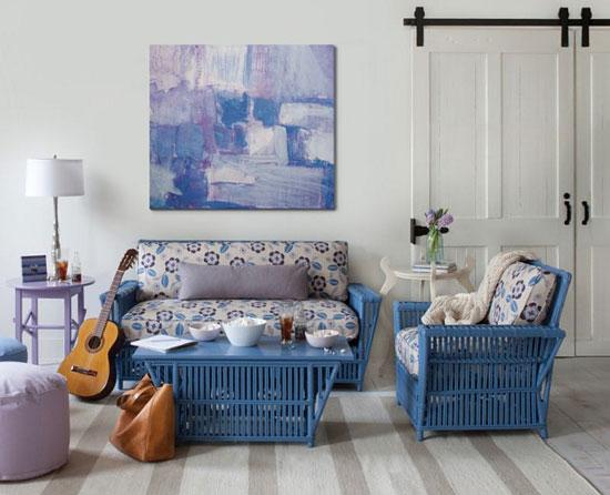 Плетеная мебель из искусственного ротанга в интерьере гостиной