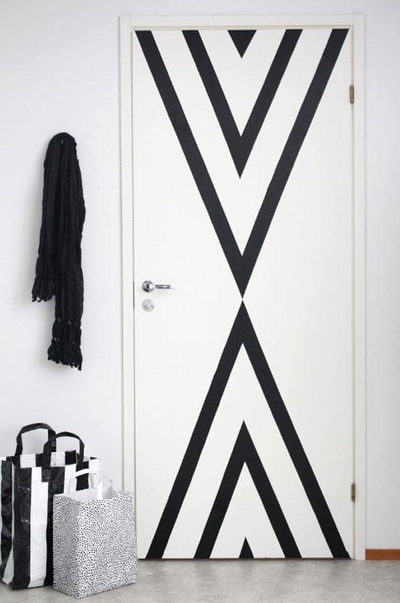 Белые двери с декором