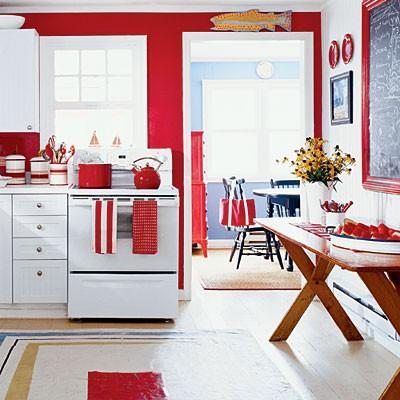 Красно-белый интерьер в ретро-стиле