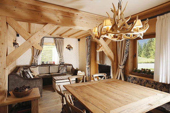 Необычная деревянная люстра