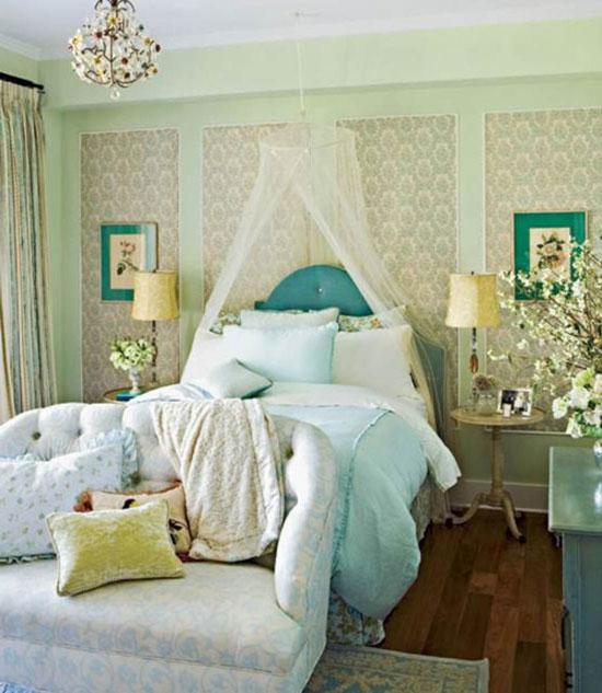 Комбинированные обои в интерьере спальни