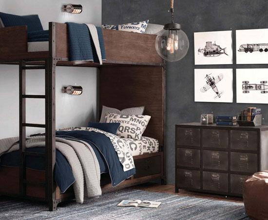 Двухярусная кровать в детской комнате фото