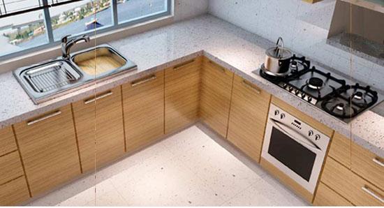 Рабочая зона кухни на столешнице-подоконнике