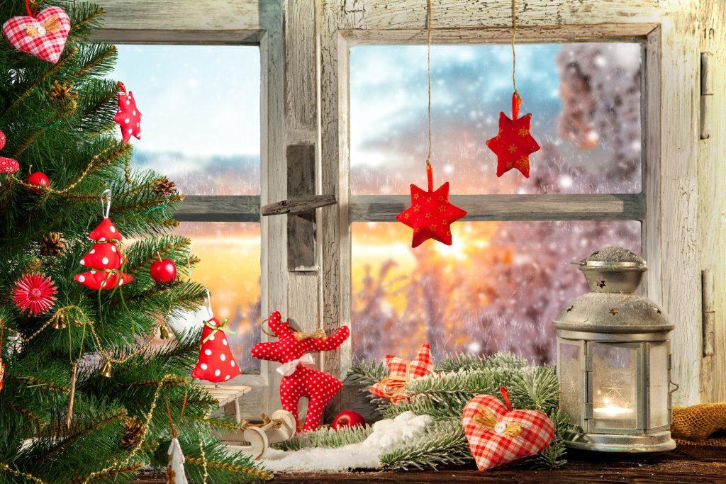 Новогоднее украшение подоконника