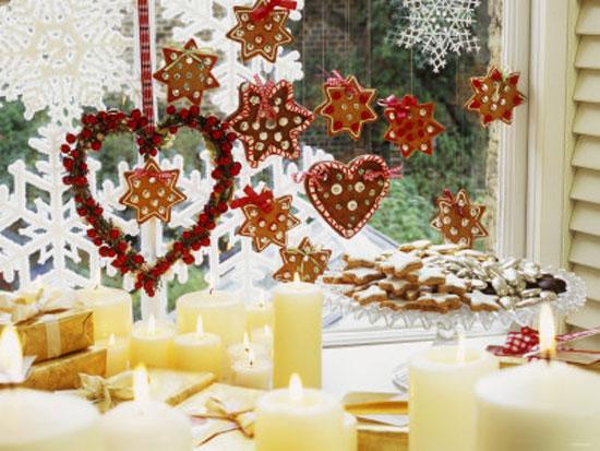 Украшение окна к Новому Году печеньем