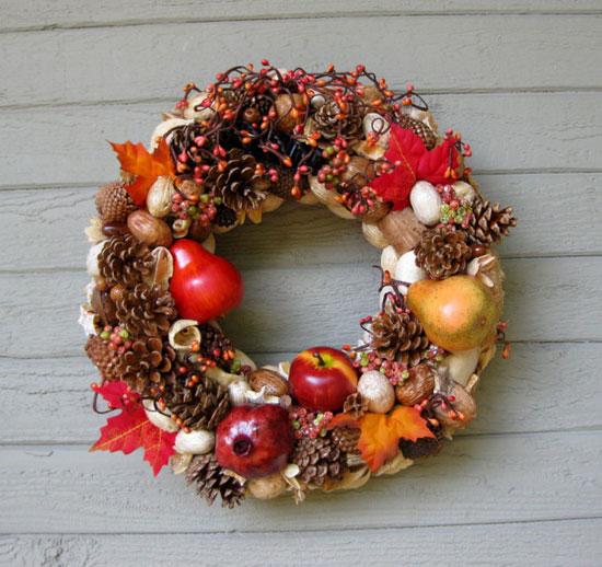Украшение осеннего венка на дверь фруктами фото