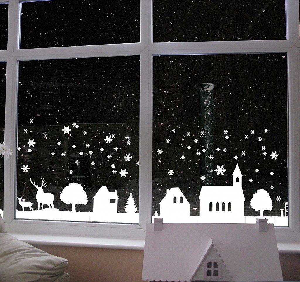 Бумажный пейзаж на окне