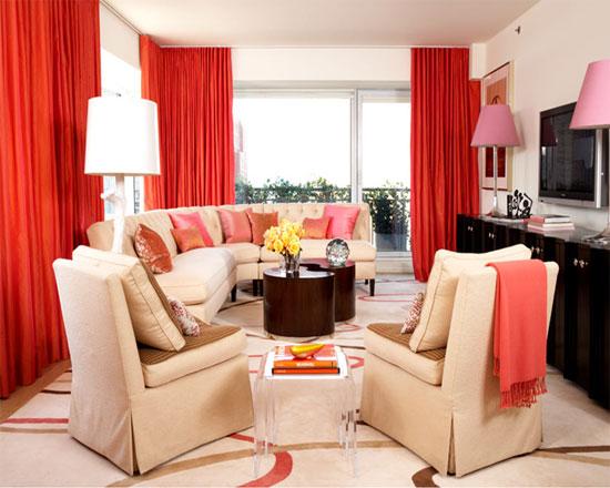 Использование кораллового цвета в гостиной