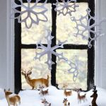 Фото 68: Фигурки на окне на подоконнике