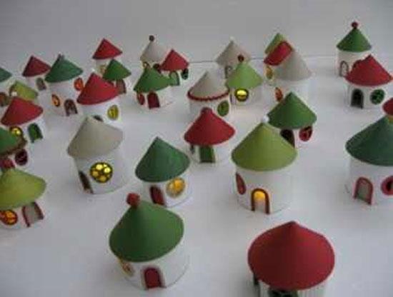 Как сделать рождественские домики из рулонов туалетной бумаги