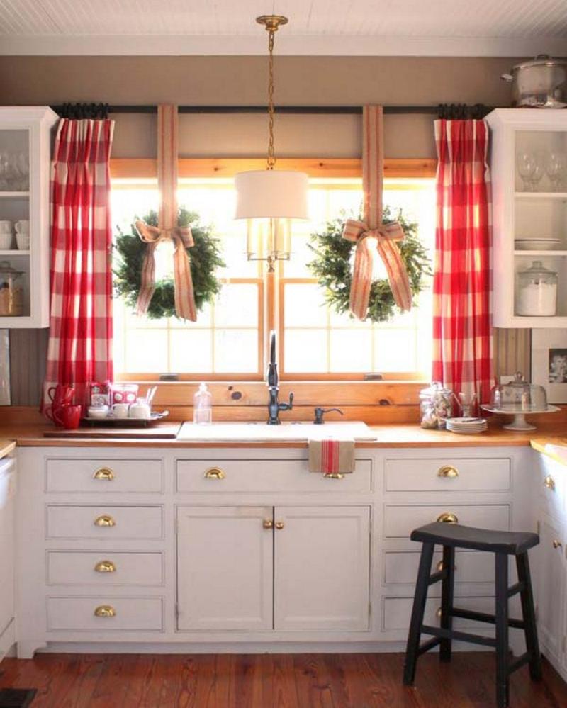 Новогодний декор кухонного окна
