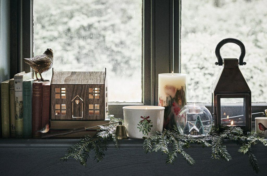 Новогоднее украшение узкого подоконника