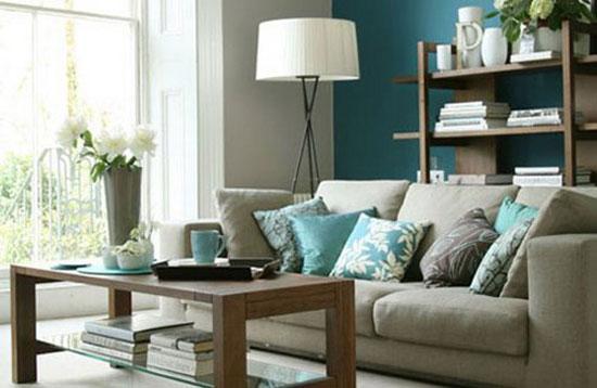 Цветное стекло в гостиной: фото