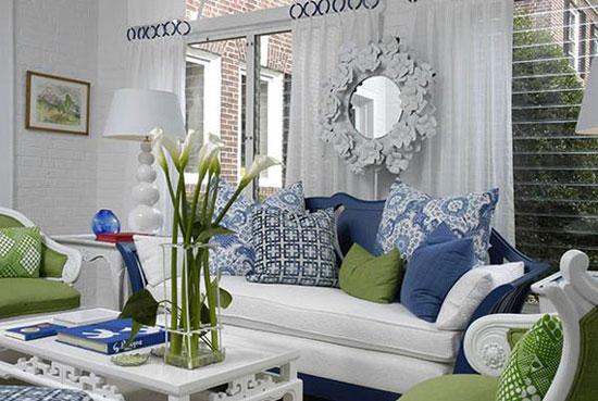 Зеленый и голубой цвет в интерьере гостиной