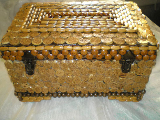 Декор сундука пуговицами
