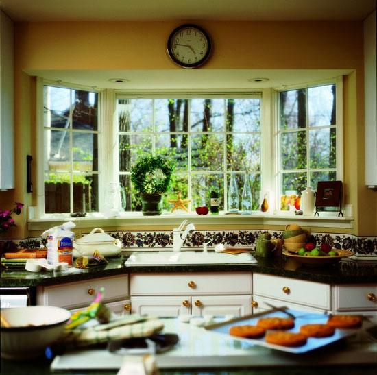 Рабочая зона кухни в эркерной части