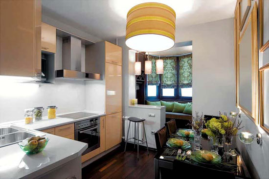 Барная стойка на кухне, объединенной с балконом