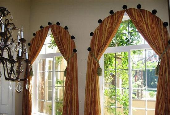 Оформление шторами арочных окон