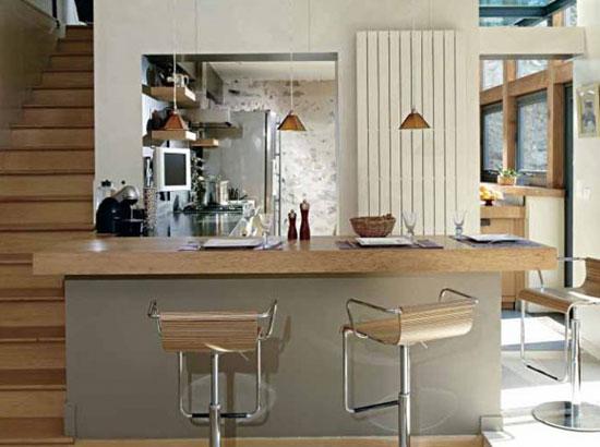 Высота барной стойки и стульев на кухне может меняться