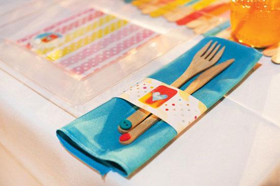 Использование тканных салфеток для сервировки детского стола